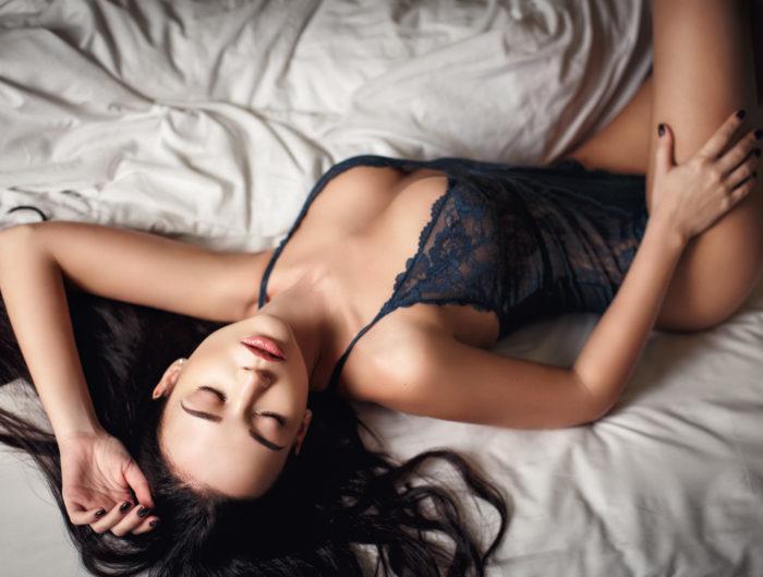 Jak nosić body? 2 odsłony: bizneswoman po godzinach kontra femme fatale