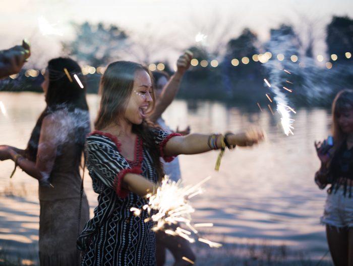 Stylizacja na imprezę. 9 najlepszych outfitów boho z Coachella 2018-min