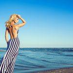 Co zabrać nad morze? Ubrania w paski i styl marynarski w nowej odsłonie