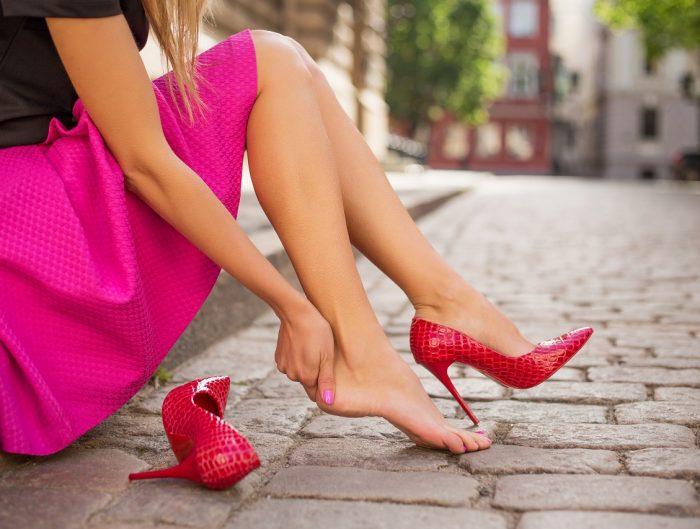 Obcierające buty to nie problem. Bez trudu rozciągniesz je domowymi sposobami.