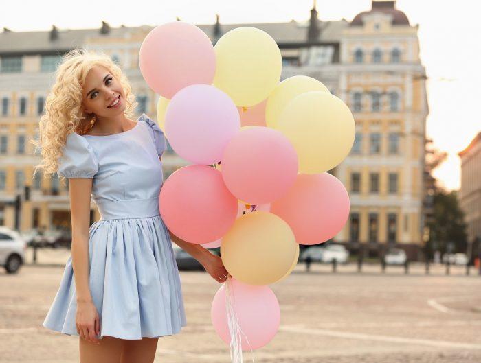 Pastelowa sukienka princeska idealnie sprawdzi się na poprawiny.