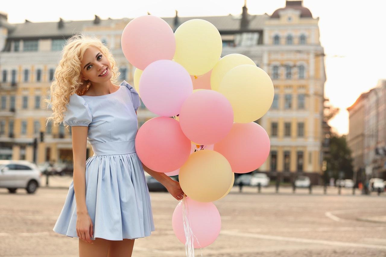 d3aef33777 Idealna sukienka na poprawiny — dwie oryginalne stylizacje - Pakuten ...