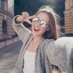 Pora na ciepły sweter — długi kardigan w dwóch stylizacjach