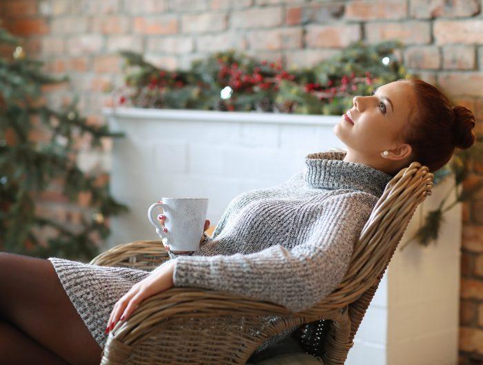 Sukienka sweterkowa to doskonała propozycja na chłodne dni.