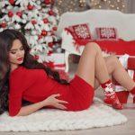 Czerwona sukienka na święta: 2 wyjątkowe stylizacje