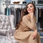 Beżowa sukienka - stylizacje dla romantyczki i elegantki