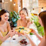 Prezent na Dzień Kobiet: TOP 10 rzeczy, o których marzy każda z nas