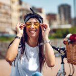 Jak dobrać okulary słoneczne do kształtu twarzy? Porady stylistki