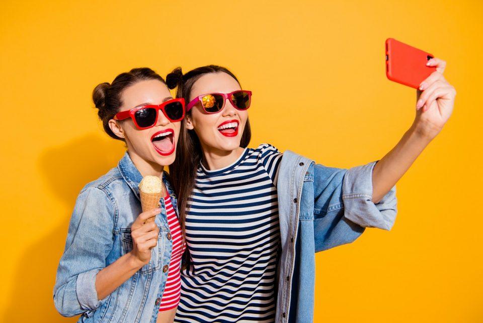 Jak zrobić dobre selfie? 5 tricków, aby wyróżnić się na Instagramie
