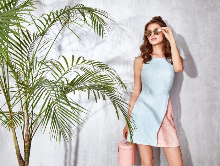 Dopasowane sukienki — jak ukryć brzuch i boczki?
