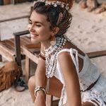 Ażurowe sukienki w stylu boho – jak je nosić i z czym łączyć?