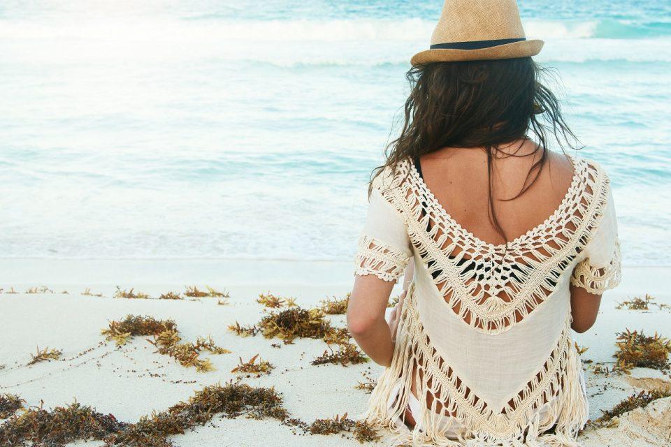 W czym na plażę? Wakacyjne stylizacje z tuniką boho