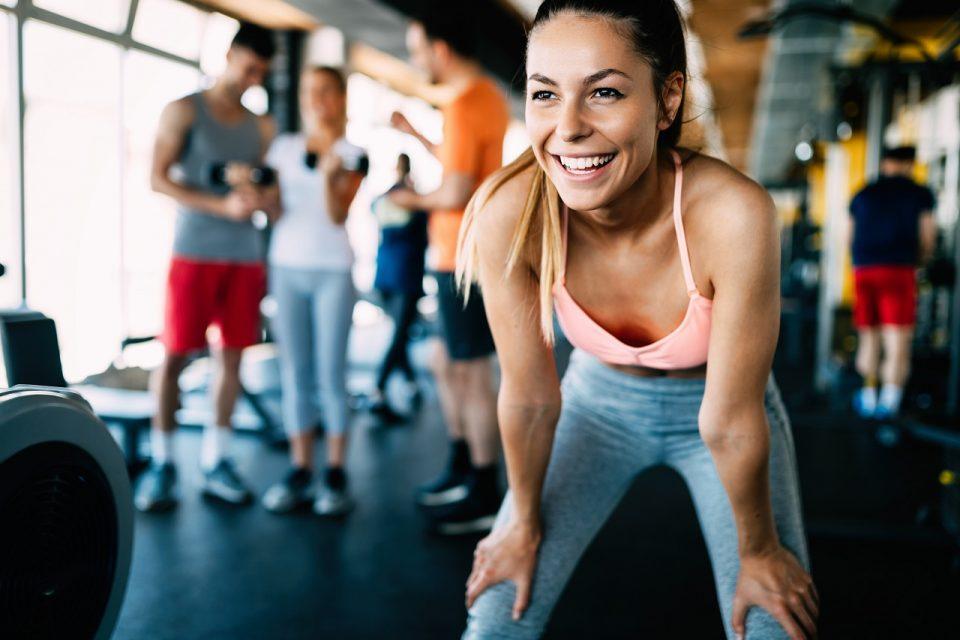 Co zabrać na siłownię? TOP 10 modnych rzeczy na trening