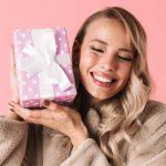 Prezent na Mikołaja dla dziewczyny: 5 stylowych pomysłów
