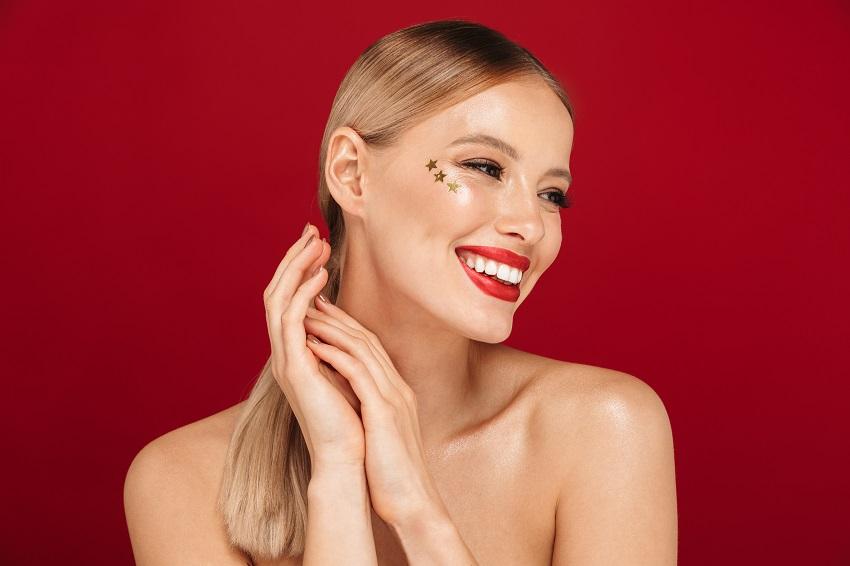 Świąteczny makijaż: 3 sposoby na olśniewający look