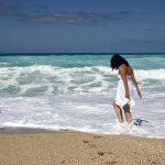 Pomysły na stylizacje na plażę. Warto wiedzieć!